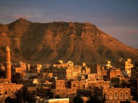A beautiful picture of Yemen's mountain terrain and city view.